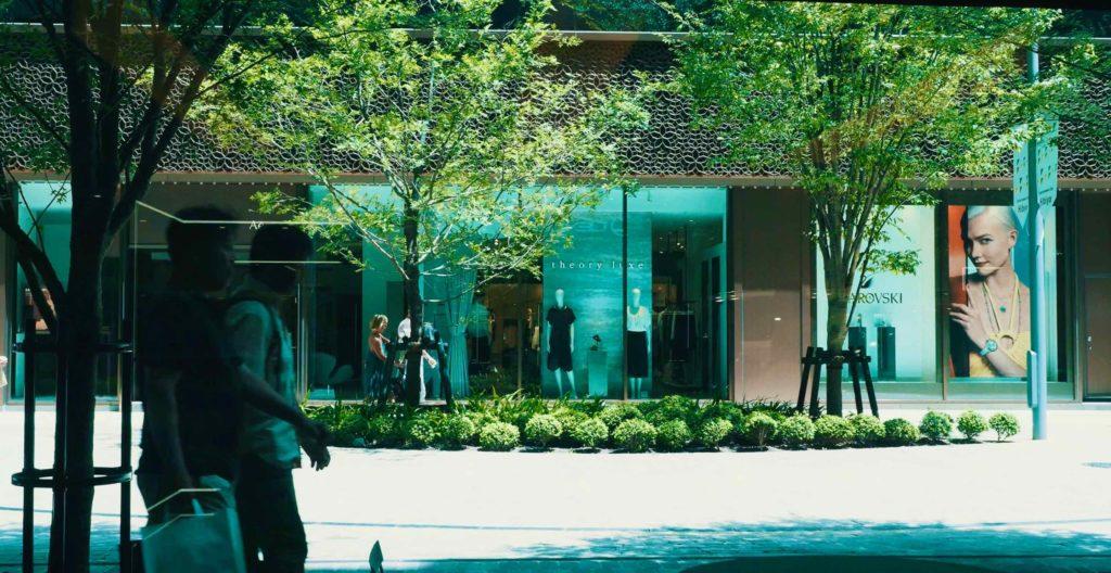東京ミッドタウン日比谷の中庭に面したショップ