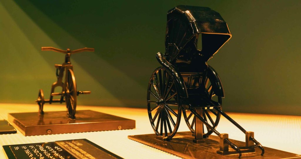 精巧な人力車と三輪車