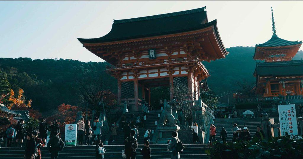 清水寺の入口は仁王門