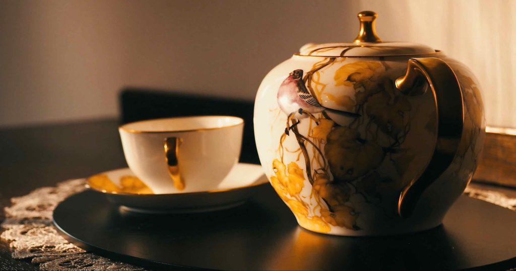 横浜山手西洋館は調度品も素晴らしい ティーポットとカップ