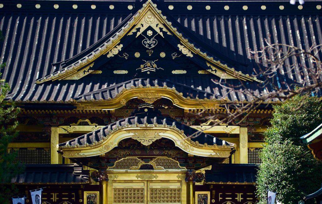 左右対称の建物はシンメトリーで撮影する 上野東照宮
