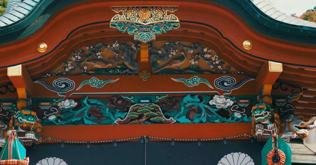 霧島神宮本殿の装飾は素晴らしい