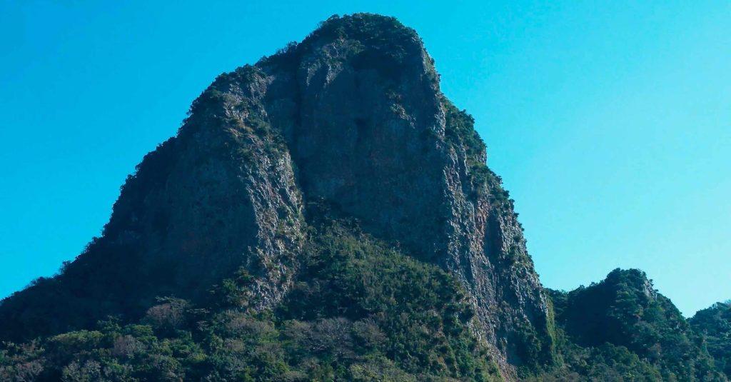 伏目海岸の奇岩