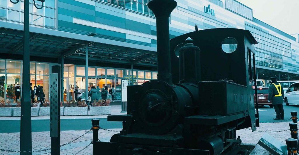 熱海駅前 蒸気機関車