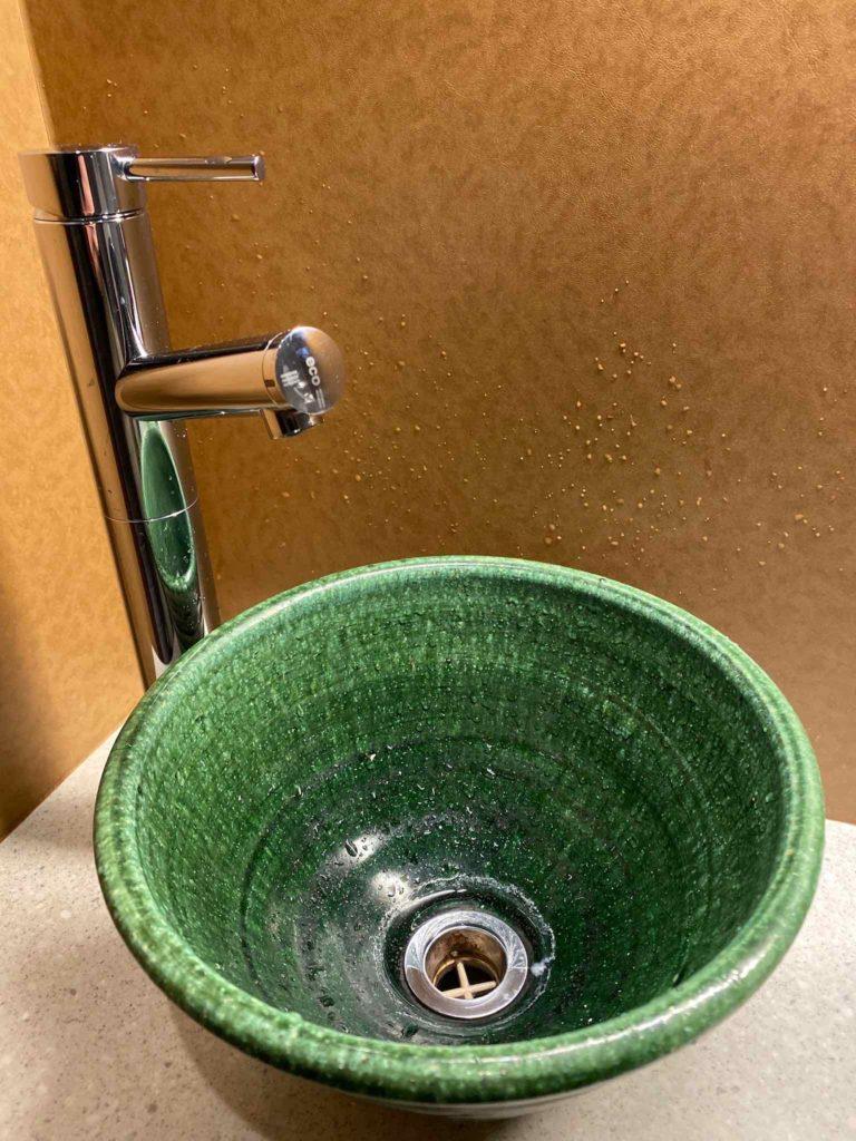 「九絵や 銀座 紡庵」トイレの調度品