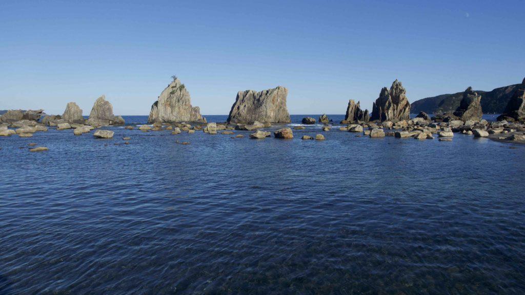 形の面白い岩がゴロゴロとしている