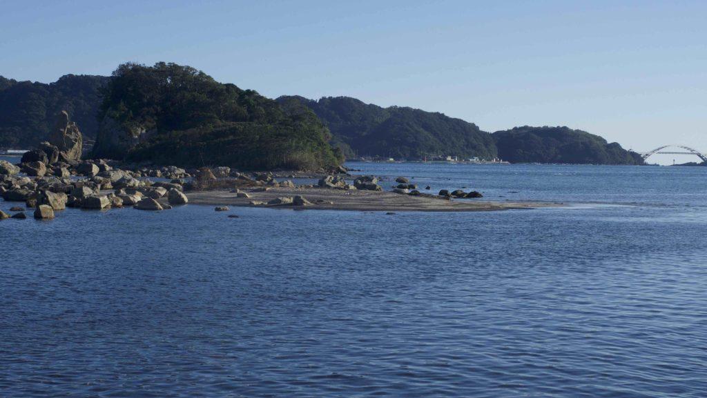 橋杭岩は太平洋が見えるところにある