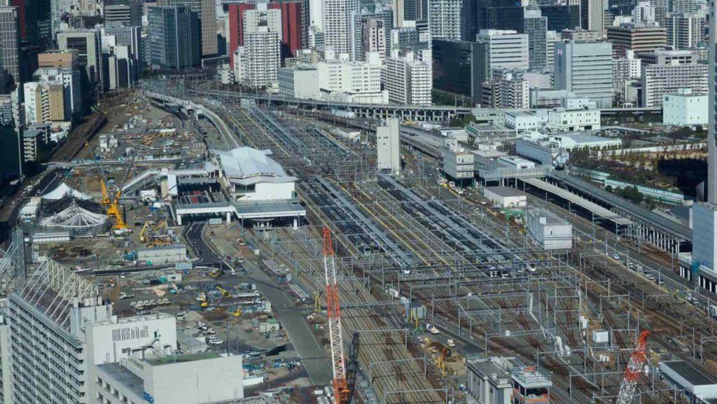 高い所から品川駅を俯瞰する