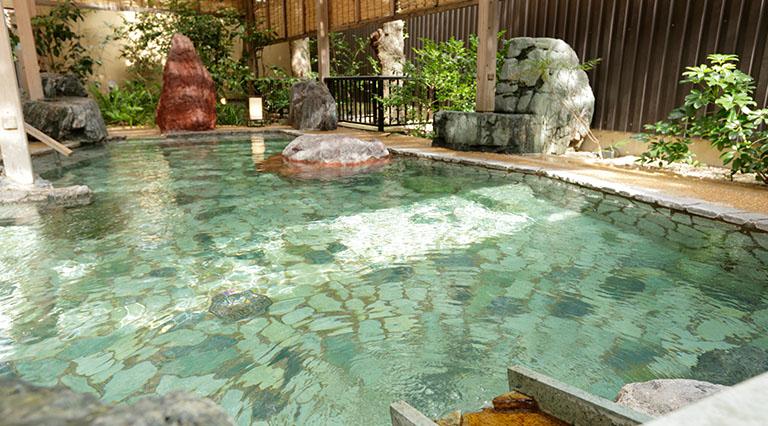 駿河亭男性庭園風呂(露天風呂)