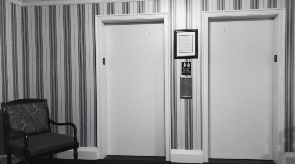 エレベーターを降りた