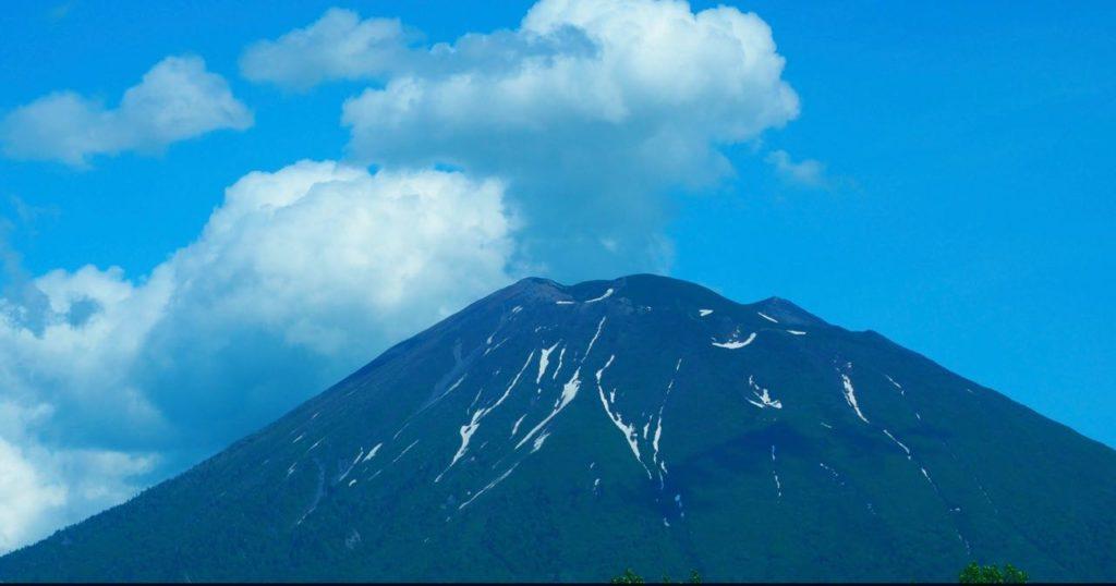 雄大な羊蹄山を見ながらニセコをドライブ