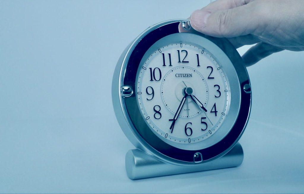 朝の始まりは目覚まし時計から