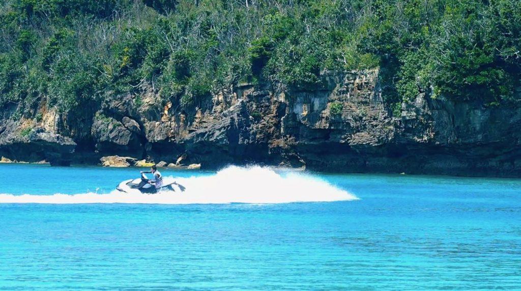 躍動する水上バイク