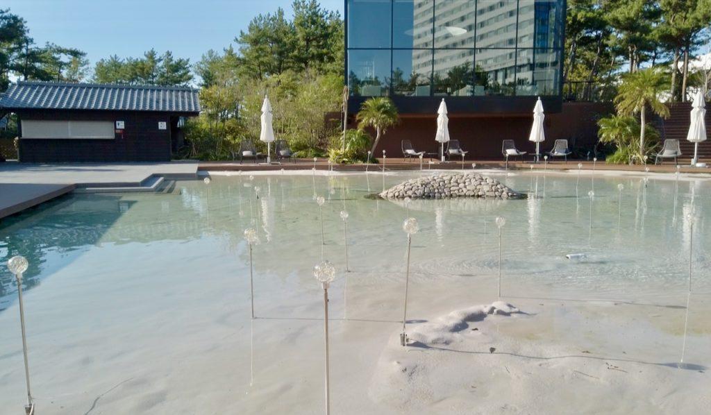 シェラトングランデオーシャンリゾートの施設は朝も楽しい プールの砂浜