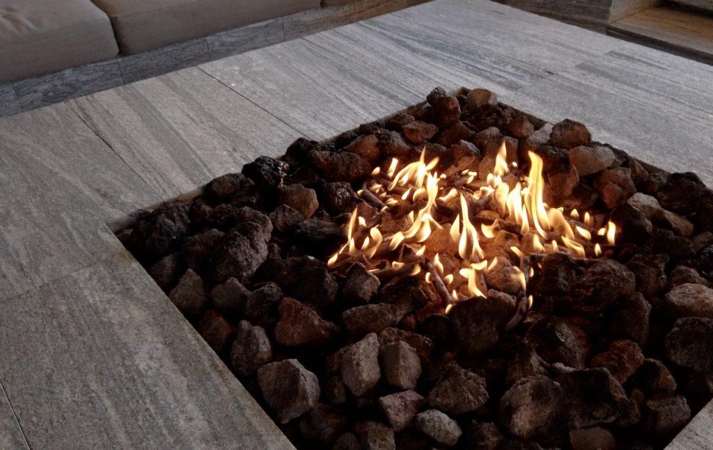 シェラトングランデオーシャンリゾートの施設は朝も楽しい 焚き火を楽しむ