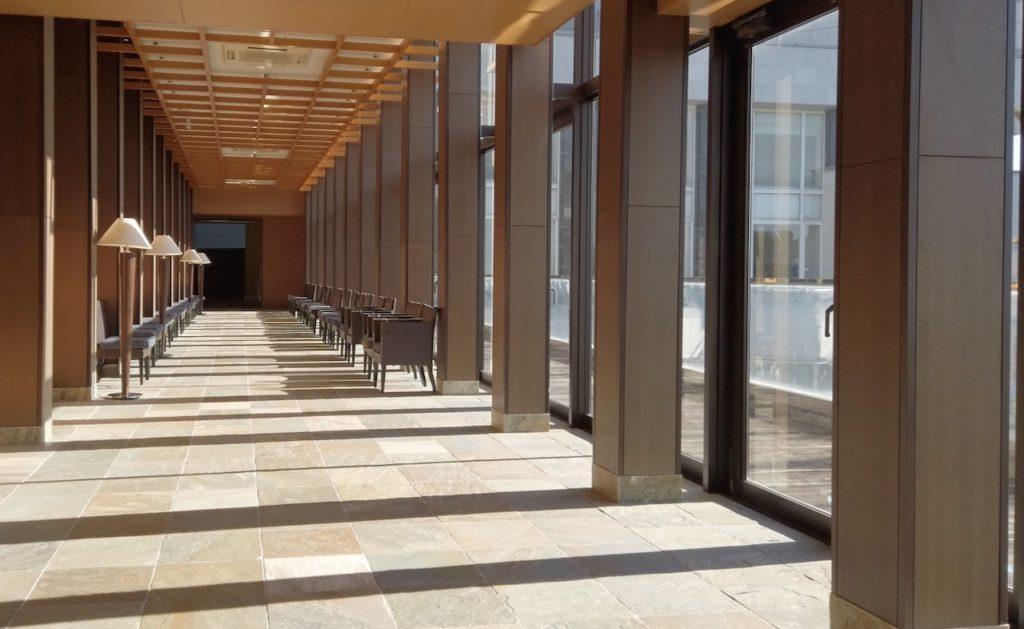 シェラトングランデオーシャンリゾートの施設は朝も楽しい 長い廊下