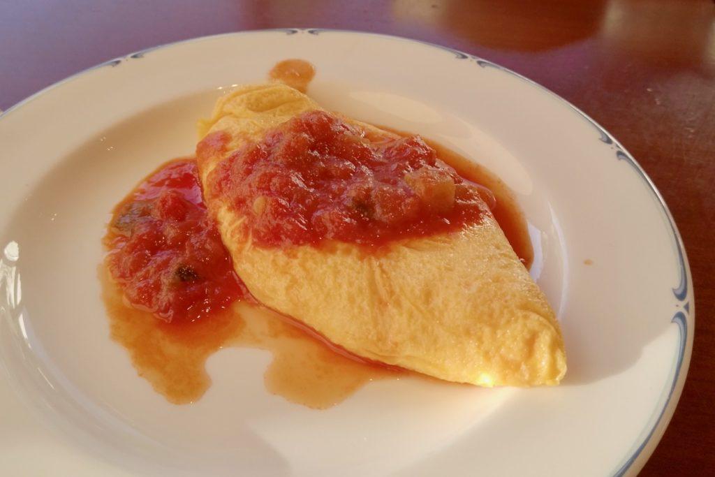 綺麗なガーデンを見ながら朝食ビュッフェを楽しむ