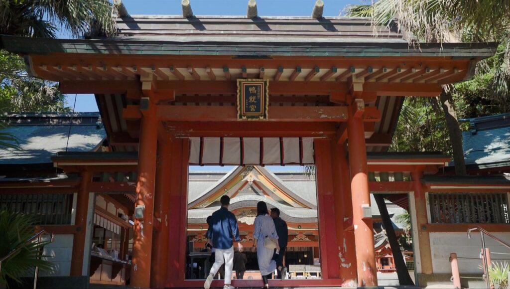 ポツンと浮かぶ青島神社