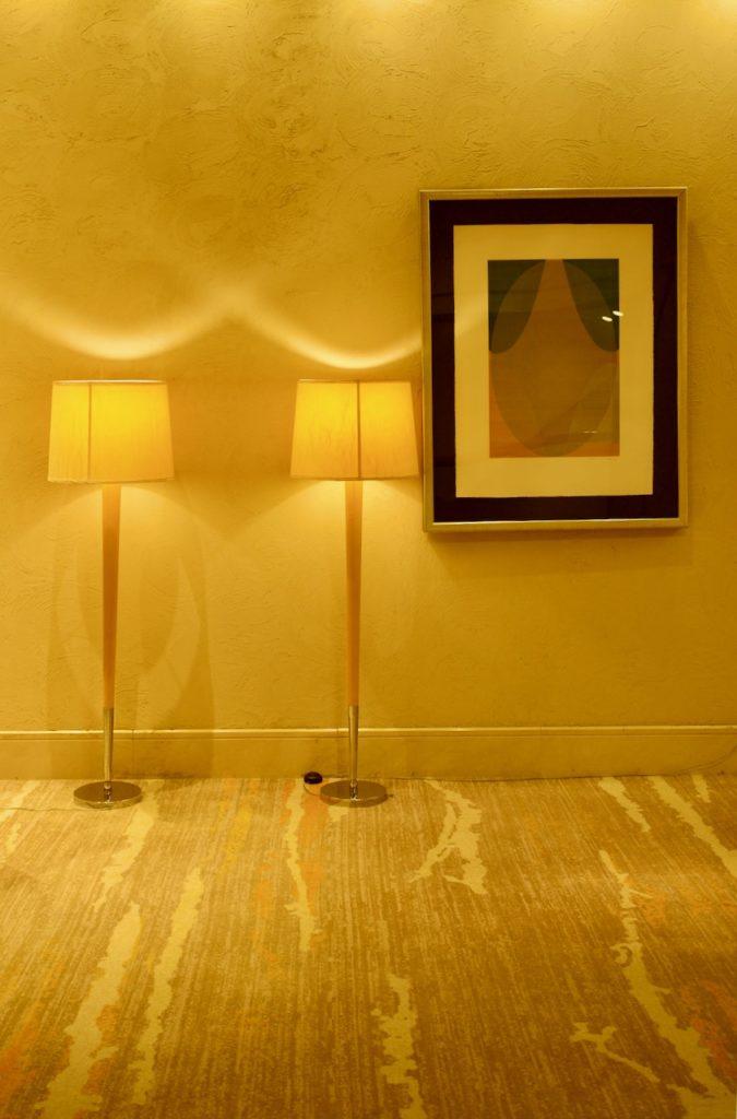 シェラトングランデオーシャンリゾートの施設は充実 照明と絵