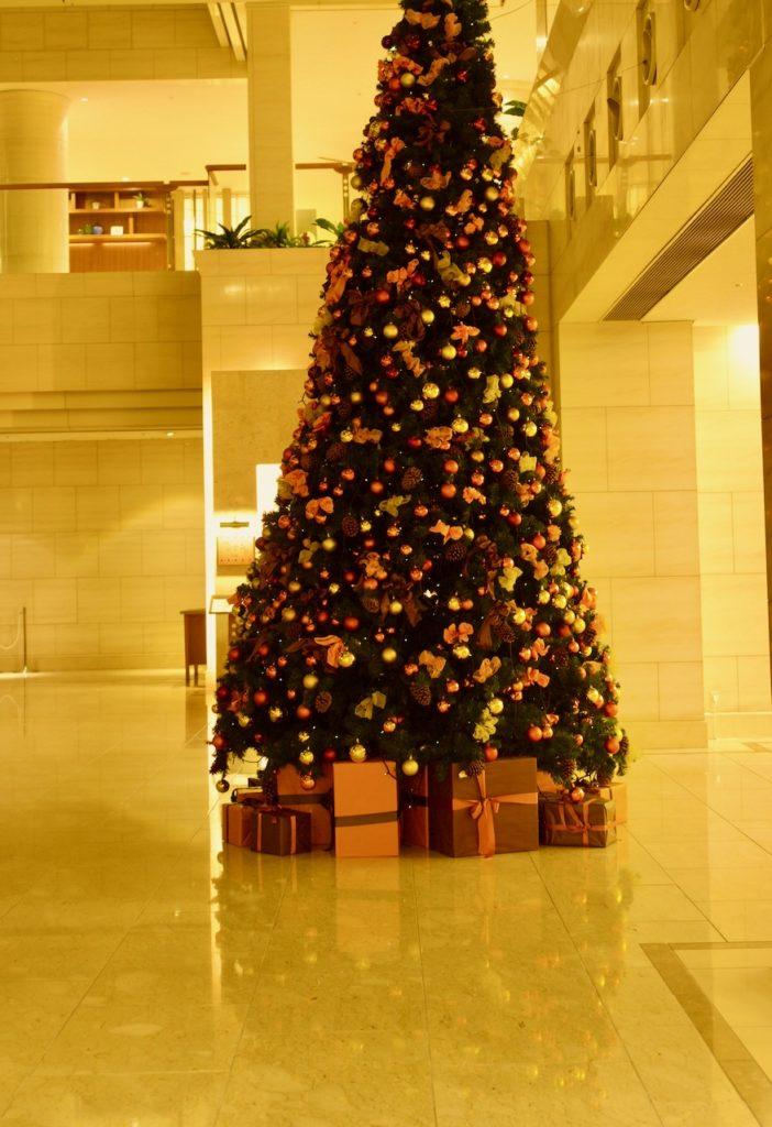 シェラトングランデオーシャンリゾートの施設は充実 エントランスのクリスマスツリー