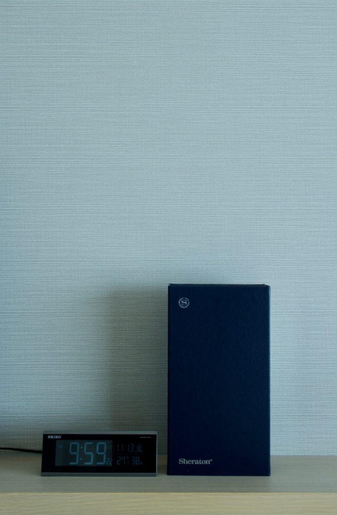 シェラトングランデオーシャンリゾートのデラックスツインの部屋 シンプルな内装