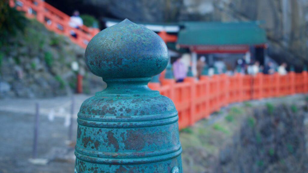 断崖絶壁に建つ鵜戸神宮
